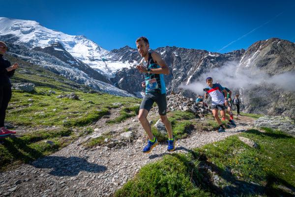 Montagna: Xavier Chevrier Re del Monte Bianco davanti a Puppi e Aymonod